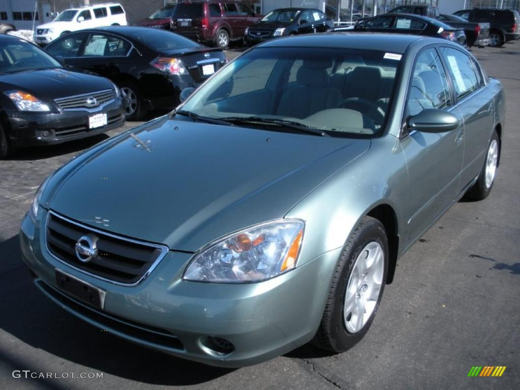 Good Mystic Emerald Metallic Nissan Altima