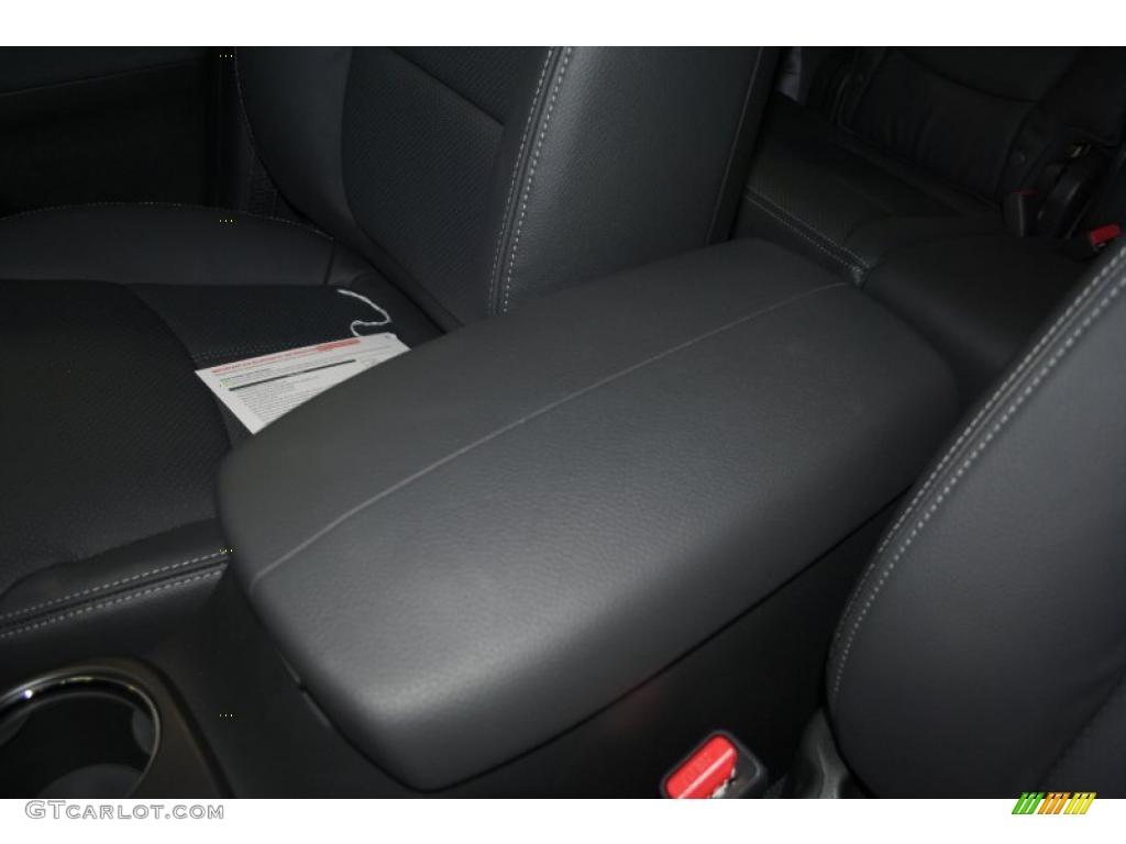 2011 Sorento EX AWD - Bright Silver / Black photo #45
