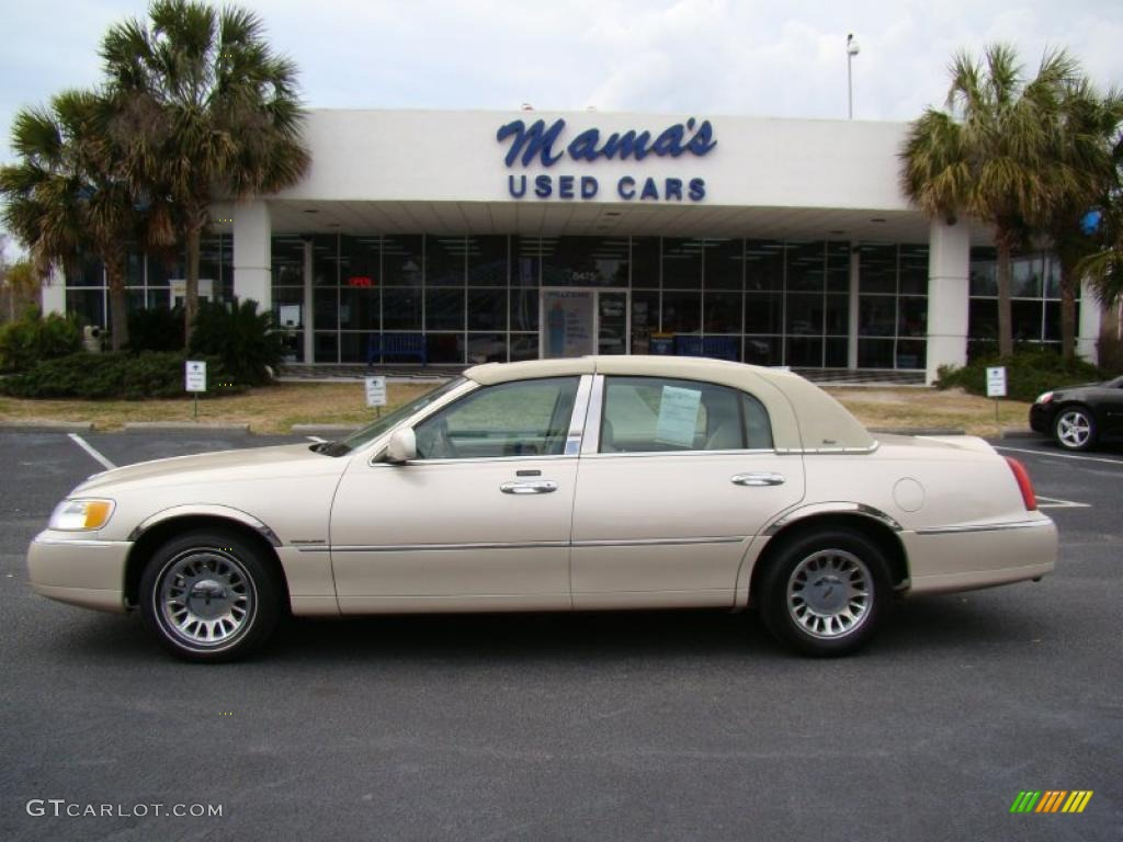 2000 Ivory Parchment Pearl Tri Coat Lincoln Town Car Cartier