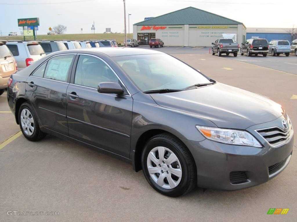 2010 Magnetic Gray Metallic Toyota Camry Le 27169187