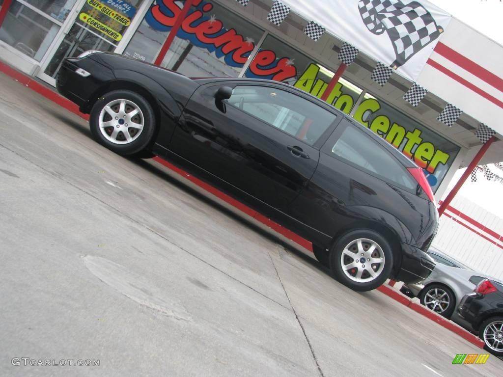 2005 Focus ZX3 SE Coupe - Pitch Black / Dark Flint/Light Flint photo #2