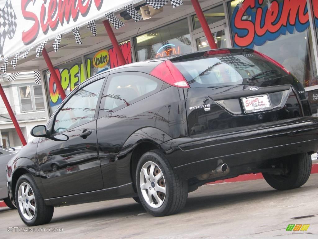 2005 Focus ZX3 SE Coupe - Pitch Black / Dark Flint/Light Flint photo #3