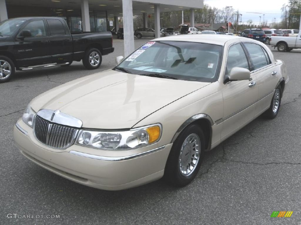 1999 ivory parchment pearl tri coat lincoln town car cartier 27626074 car. Black Bedroom Furniture Sets. Home Design Ideas