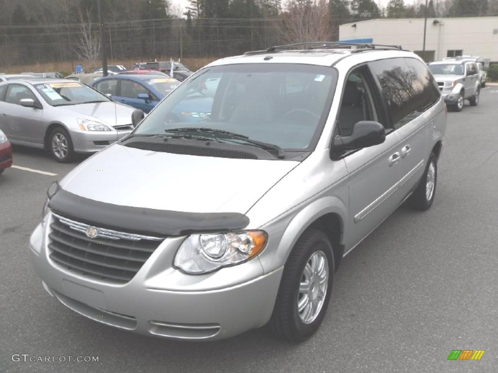 2006 bright silver metallic chrysler town country touring 27625958 photo 9. Black Bedroom Furniture Sets. Home Design Ideas