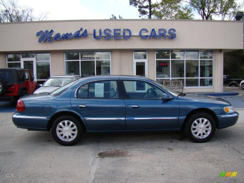Pearl blue metallic lincoln continental