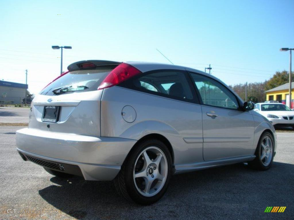 2003 cd silver metallic ford focus svt hatchback 27805005. Black Bedroom Furniture Sets. Home Design Ideas