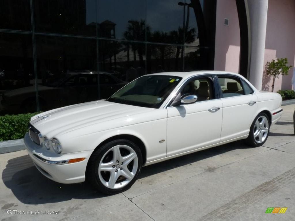 2007 XJ XJ8 - Porcelain White / Champagne/Mocha photo #1
