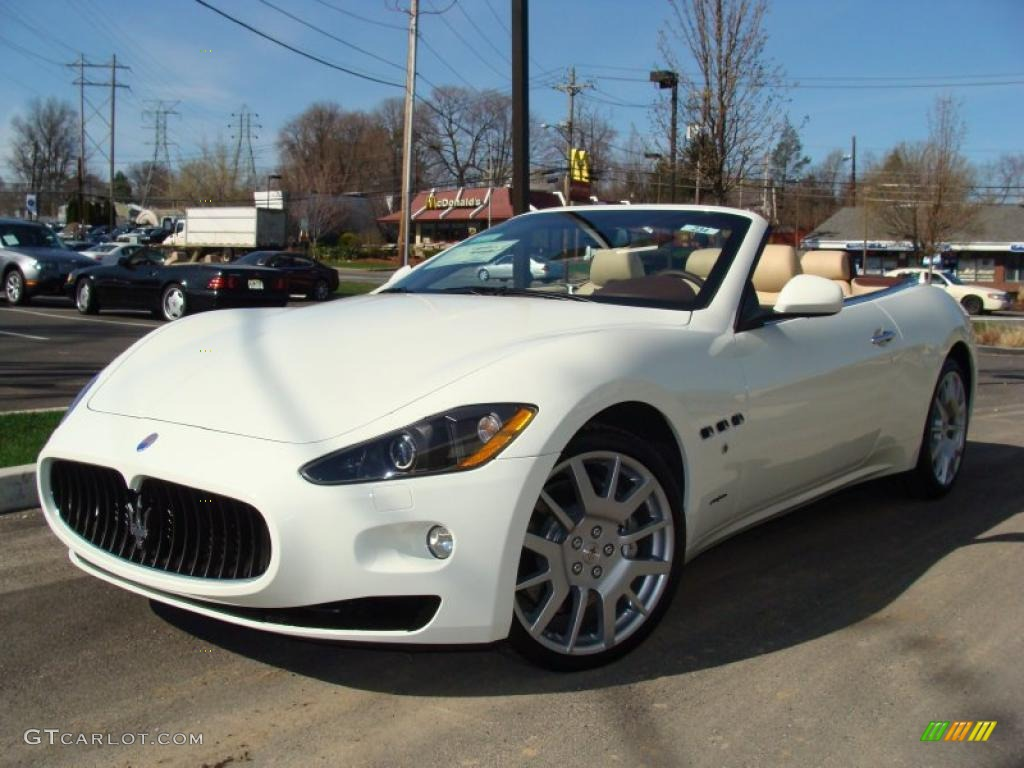 2010 bianco eldorado white maserati granturismo for White maserati red interior