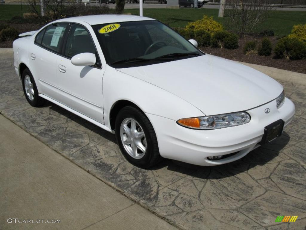 2001 Alero Sedan Arctic White Neutral Photo 1