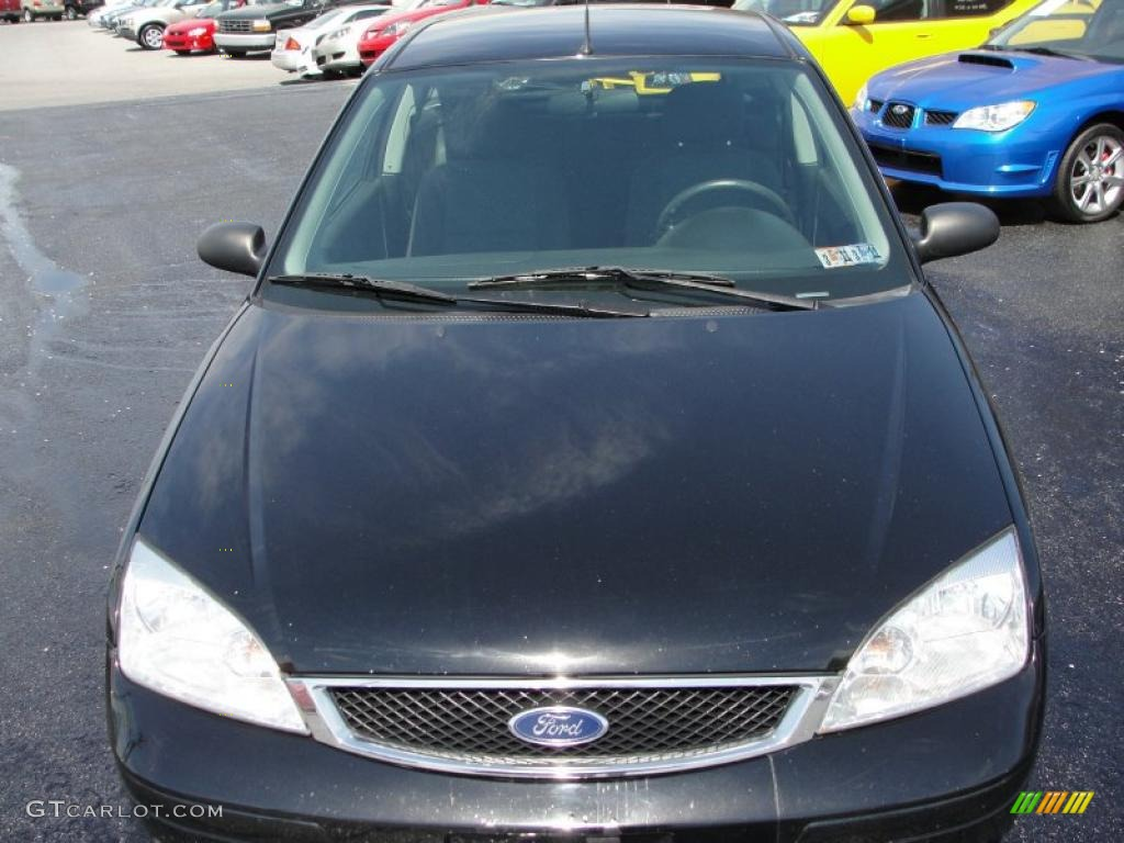 2005 Focus ZX3 S Coupe - Pitch Black / Charcoal/Charcoal photo #2