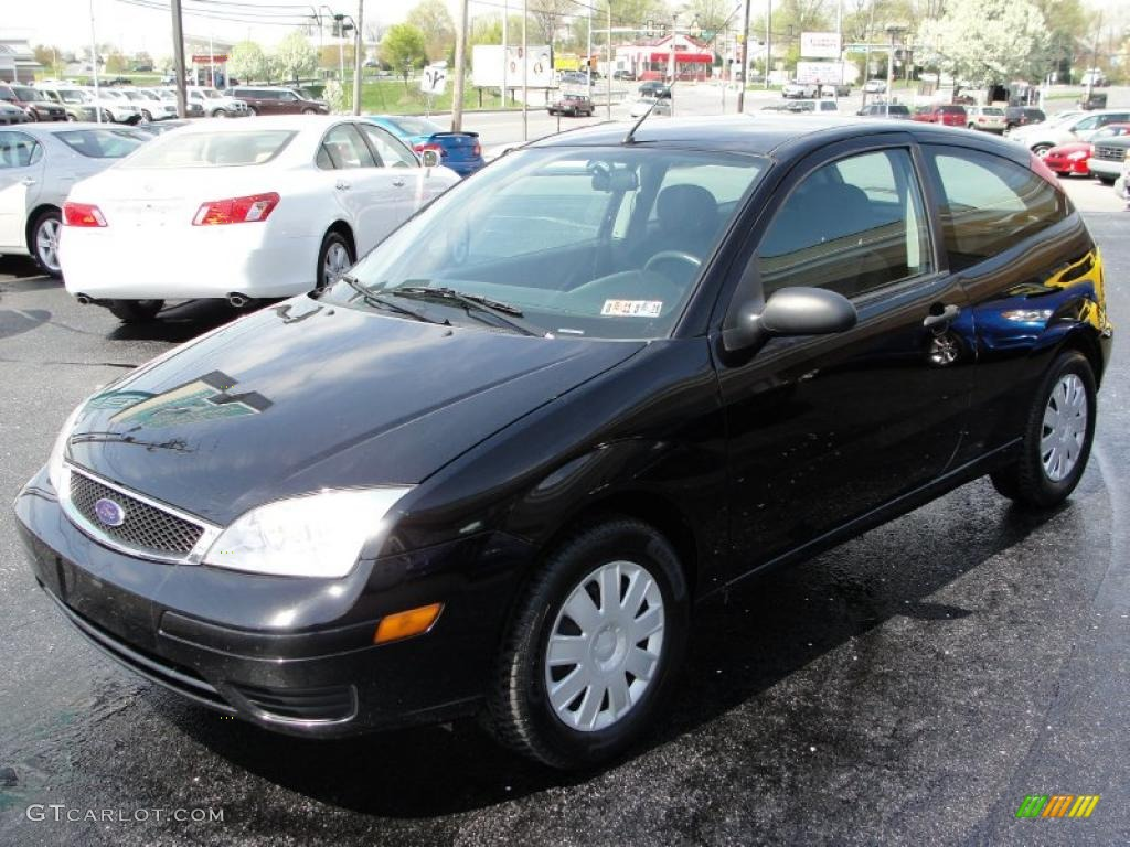 2005 Focus ZX3 S Coupe - Pitch Black / Charcoal/Charcoal photo #3