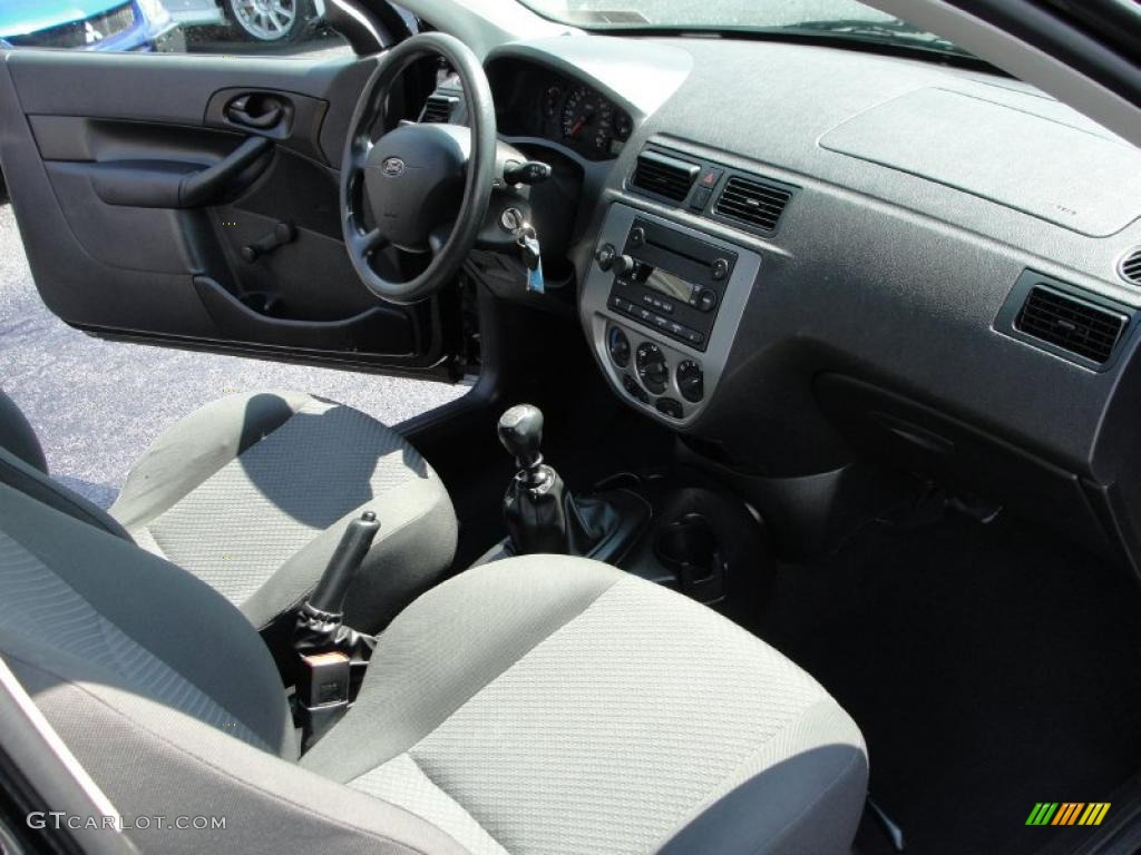 2005 Focus ZX3 S Coupe - Pitch Black / Charcoal/Charcoal photo #7