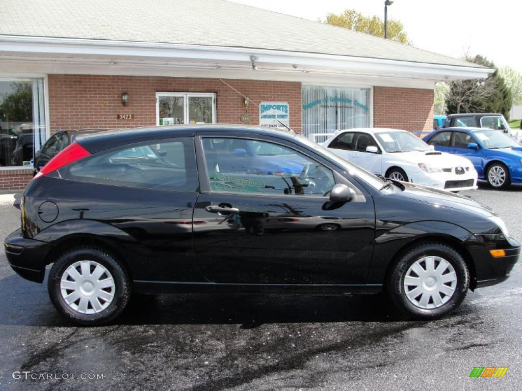 2005 Focus ZX3 S Coupe - Pitch Black / Charcoal/Charcoal photo #12