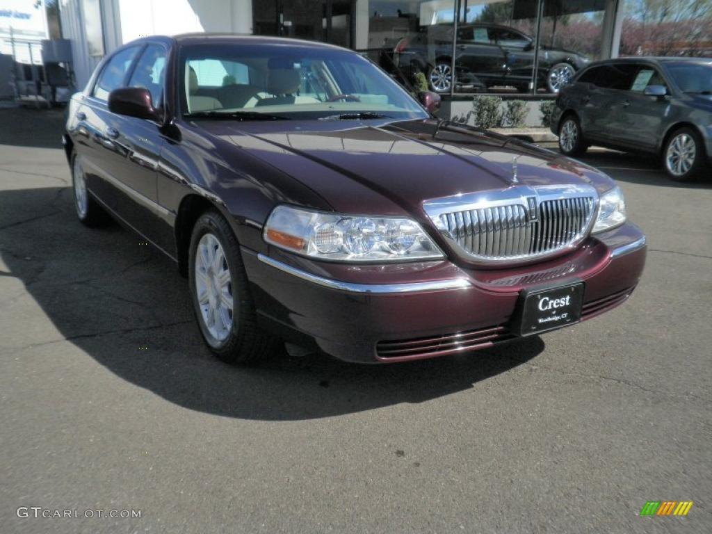 2007 Dark Cherry Metallic Lincoln Town Car Signature Limited