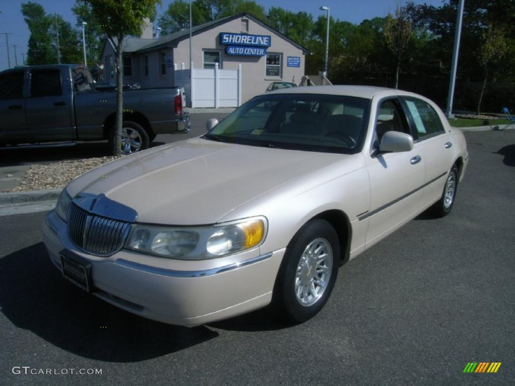 1998 ivory pearl metallic lincoln town car cartier. Black Bedroom Furniture Sets. Home Design Ideas