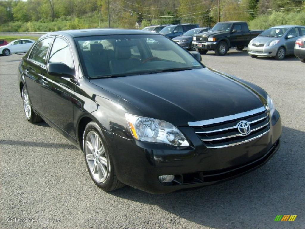 Black Toyota Avalon. Toyota Avalon Limited