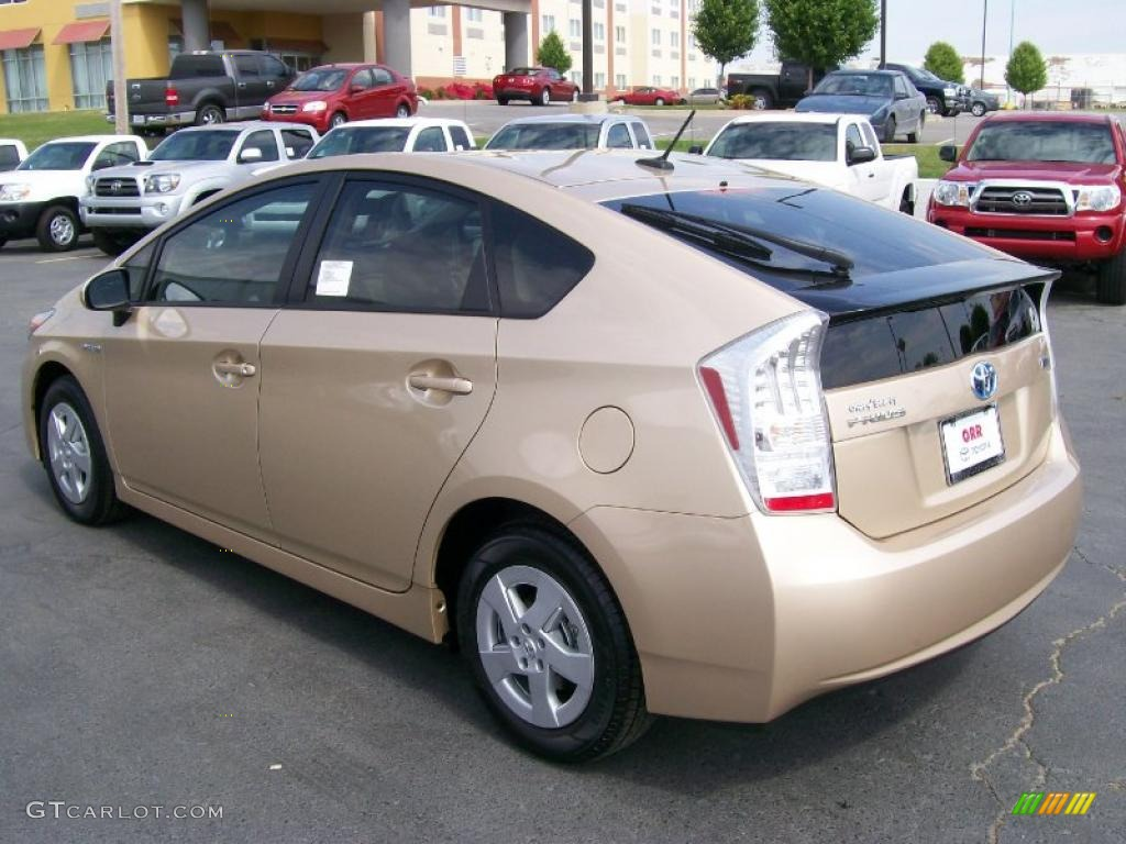 2010 Prius Hybrid Iii Sandy Beach Metallic Bisque Photo 3