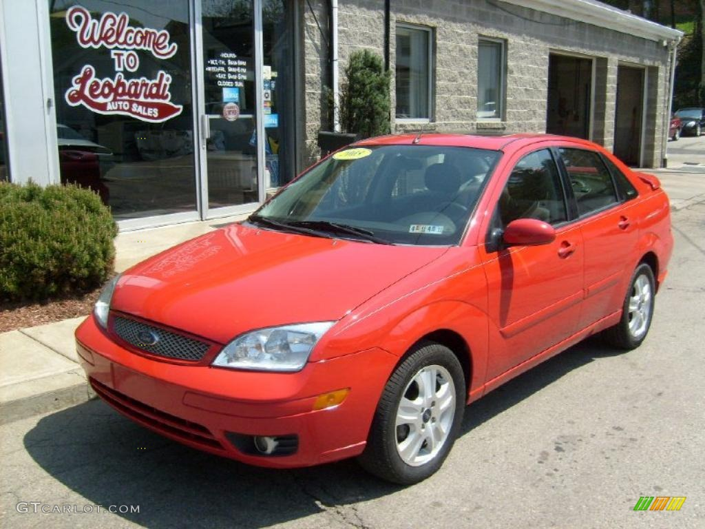 2005 Focus ZX4 ST Sedan - Infra-Red / Charcoal/Red photo #1