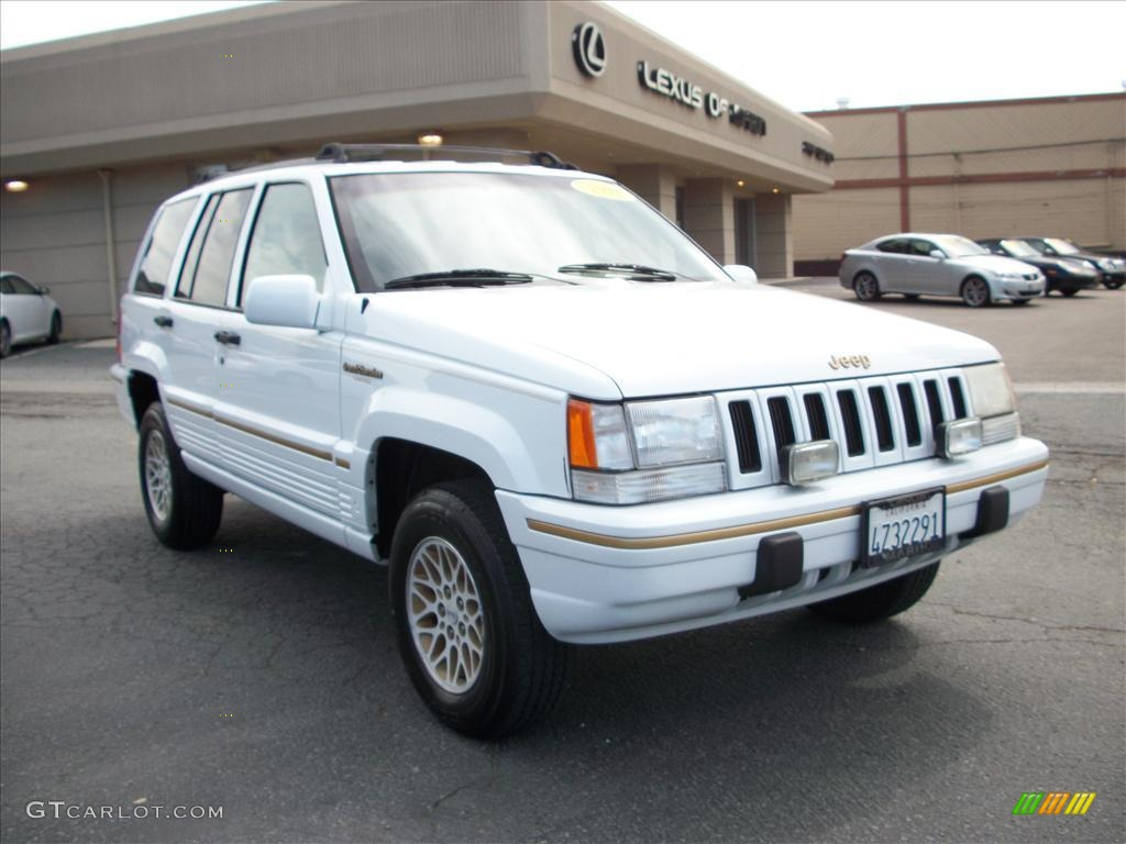 Stone White Jeep Grand Cherokee