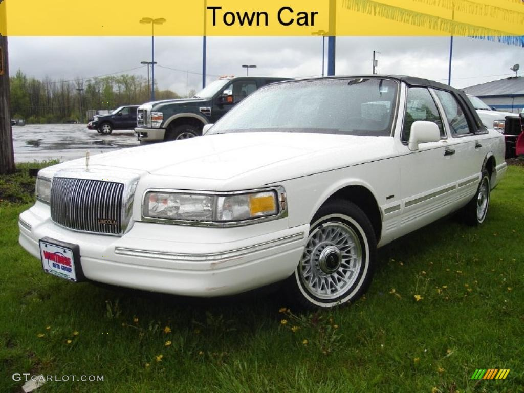 1996 Performance White Lincoln Town Car Signature 29097351