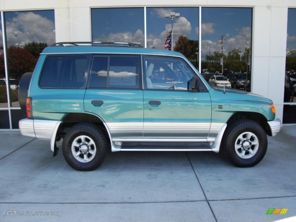 1998 montero 4x4 green metallic gray photo 2 - 1998 Mitsubishi Montero Interior