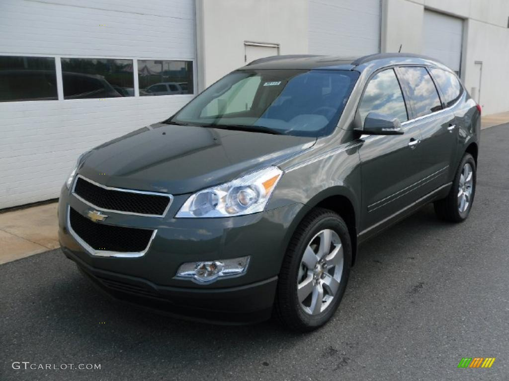 2010 cyber gray metallic chevrolet traverse lt 29536824 car color galleries for Chevy traverse interior colors