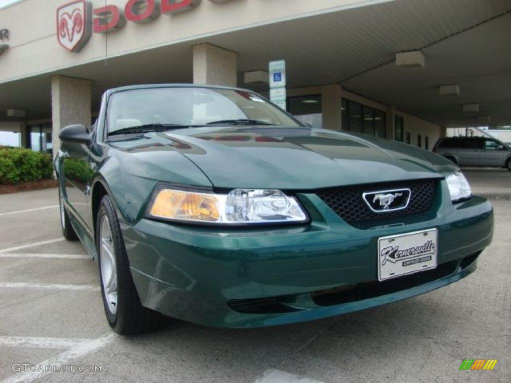 2001 Mustang V6 Convertible - Tropic Green metallic / Medium Parchment photo #1