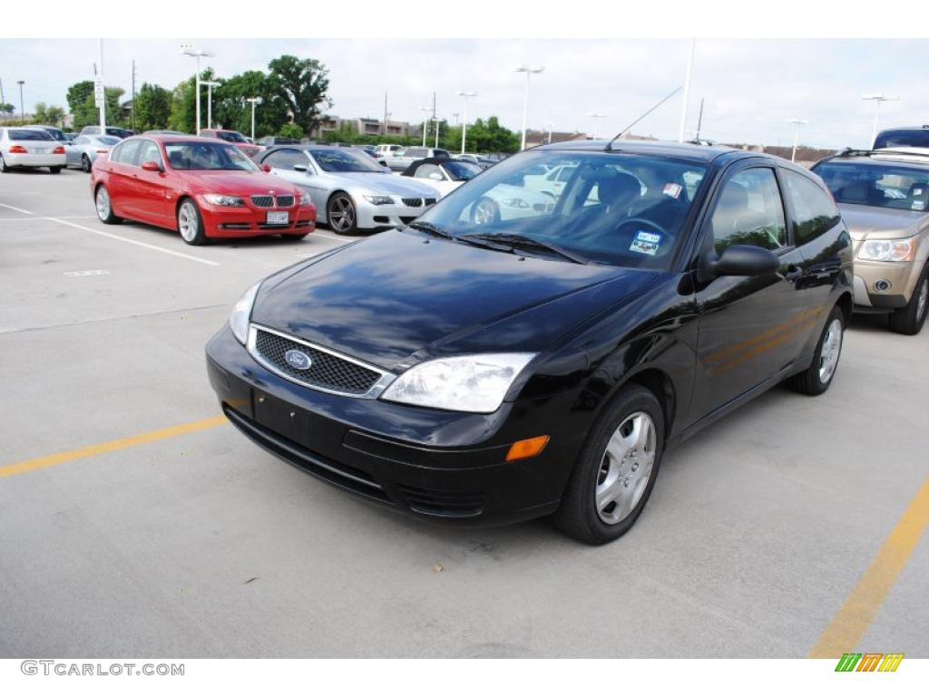 2006 pitch black ford focus zx3 se hatchback 29669158. Black Bedroom Furniture Sets. Home Design Ideas