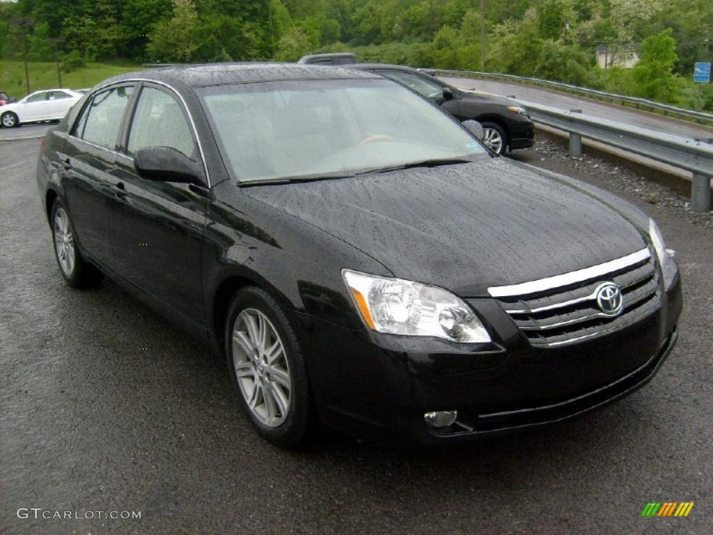 2005 Avalon Limited   Black / Light Gray Photo #1