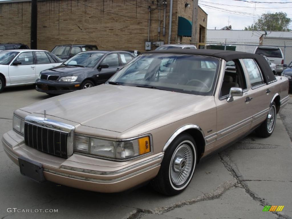 1992 mocha frost metallic lincoln town car executive 30036723 photo 7 car. Black Bedroom Furniture Sets. Home Design Ideas