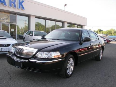 2010 Lincoln Town Car Executive L Data Info And Specs Gtcarlot Com