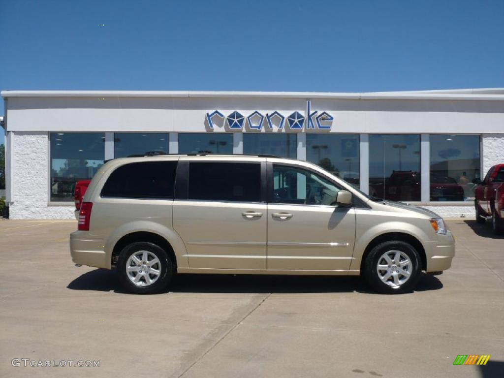 Light Sandstone Metallic Chrysler Town & Country