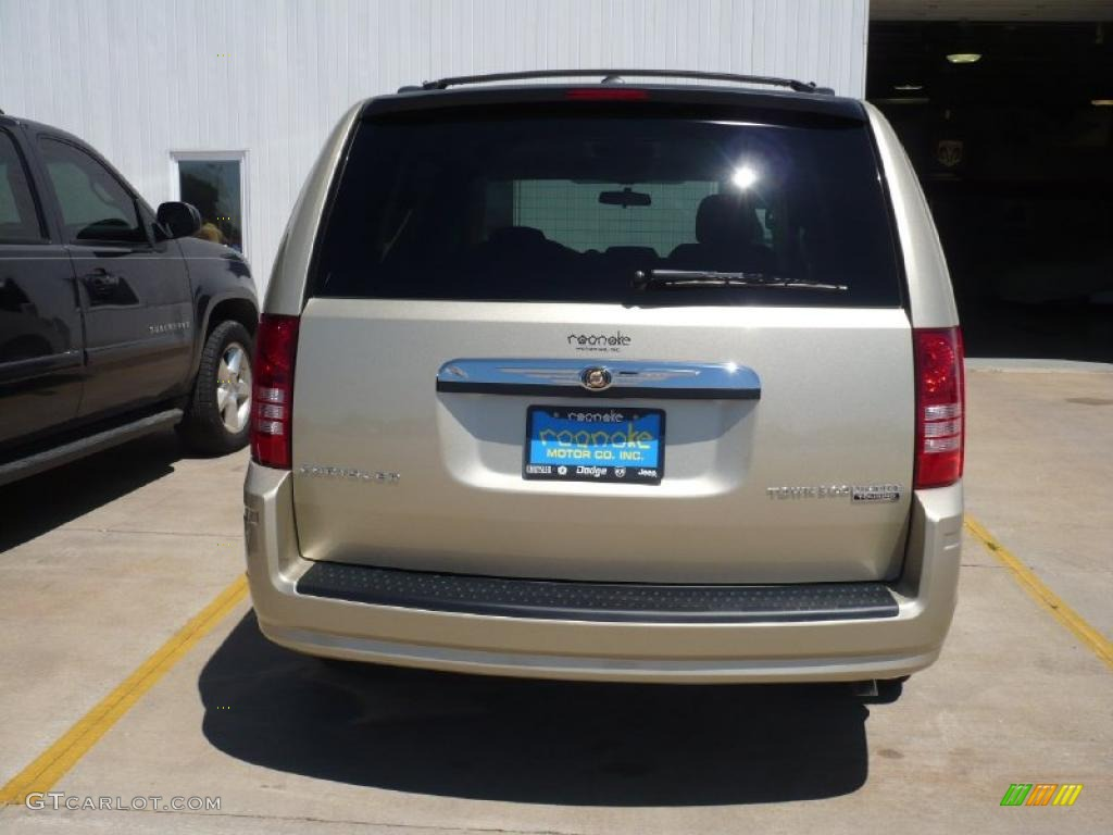 2010 Town & Country Touring - Light Sandstone Metallic / Medium Pebble Beige/Cream photo #3