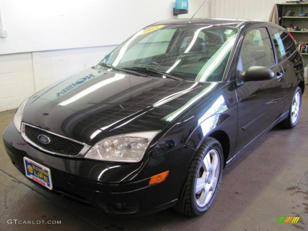 2005 Focus ZX3 SES Coupe - Pitch Black / Dark Flint/Light Flint photo #1