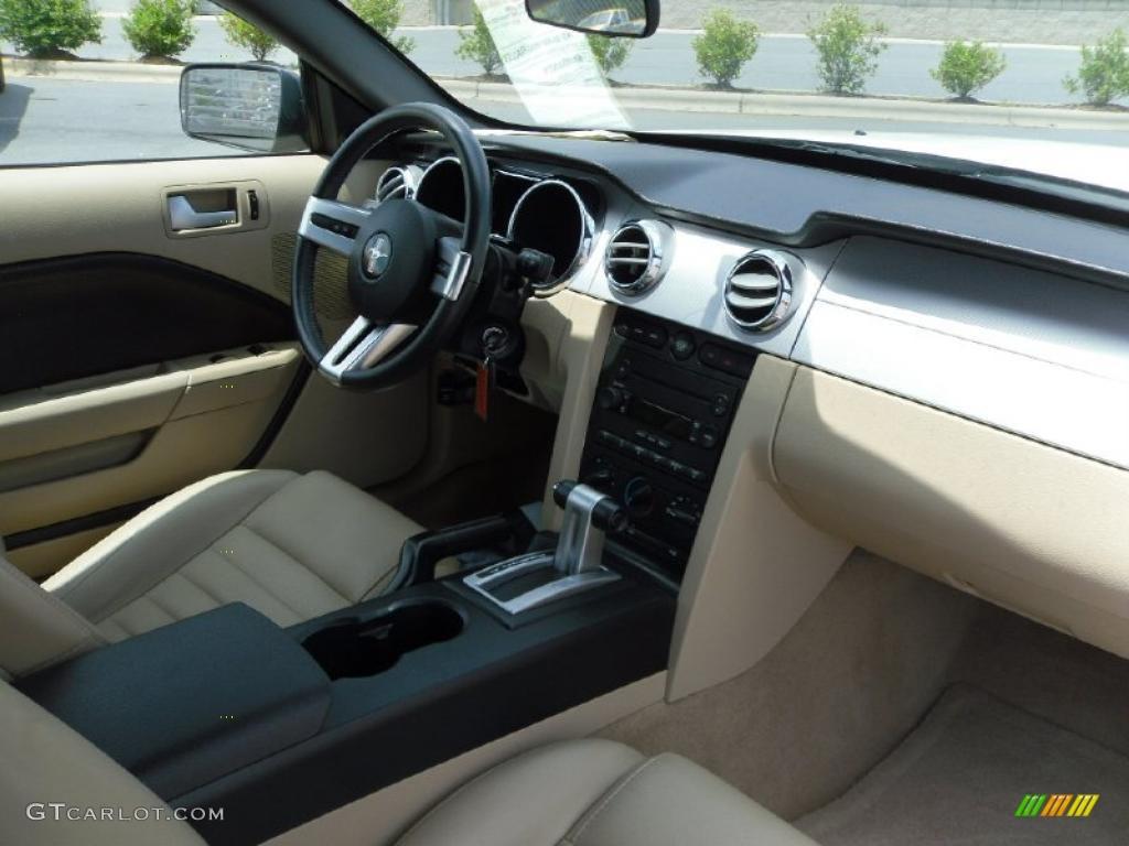 2006 Mustang GT Premium Convertible - Performance White / Light Parchment photo #18