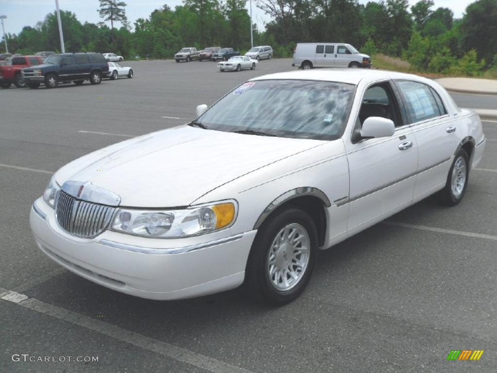 1999 Performance White Lincoln Town Car Signature 31145535