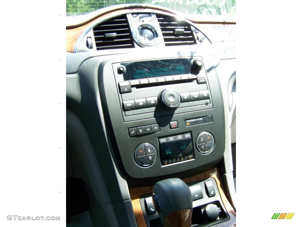 2010 Enclave CXL AWD - Quicksilver Metallic / Titanium/Dark Titanium photo #23