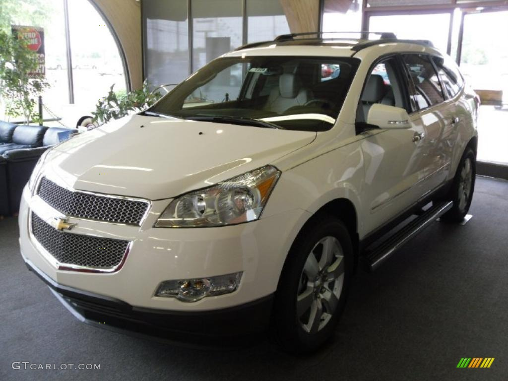 2010 chevy traverse white the image kid has it. Black Bedroom Furniture Sets. Home Design Ideas