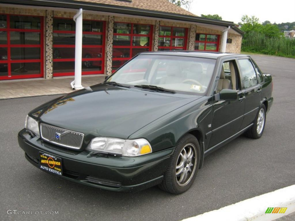 Green metallic volvo s70
