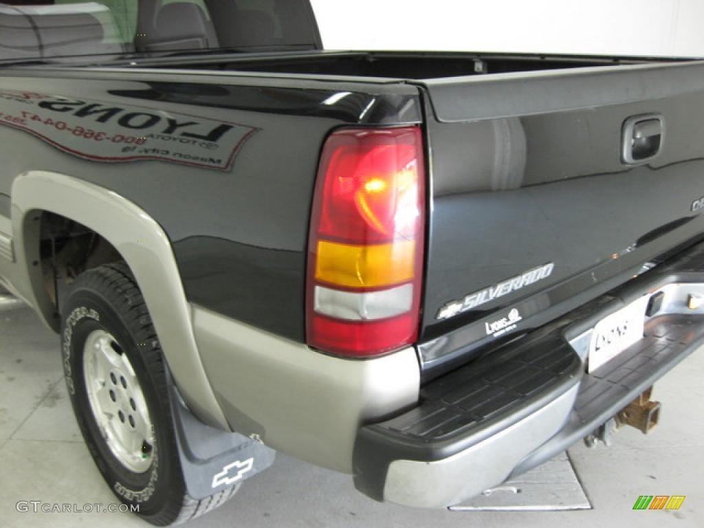 2002 Silverado 1500 LS Extended Cab 4x4 - Onyx Black / Graphite Gray photo #11