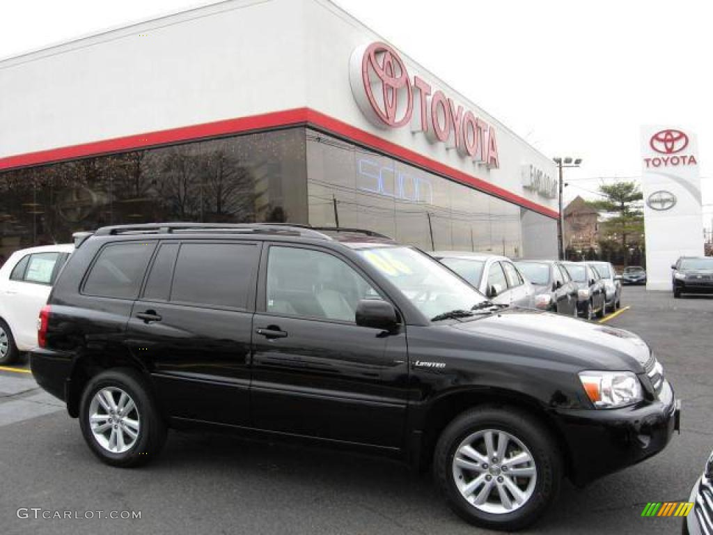 Black toyota highlander