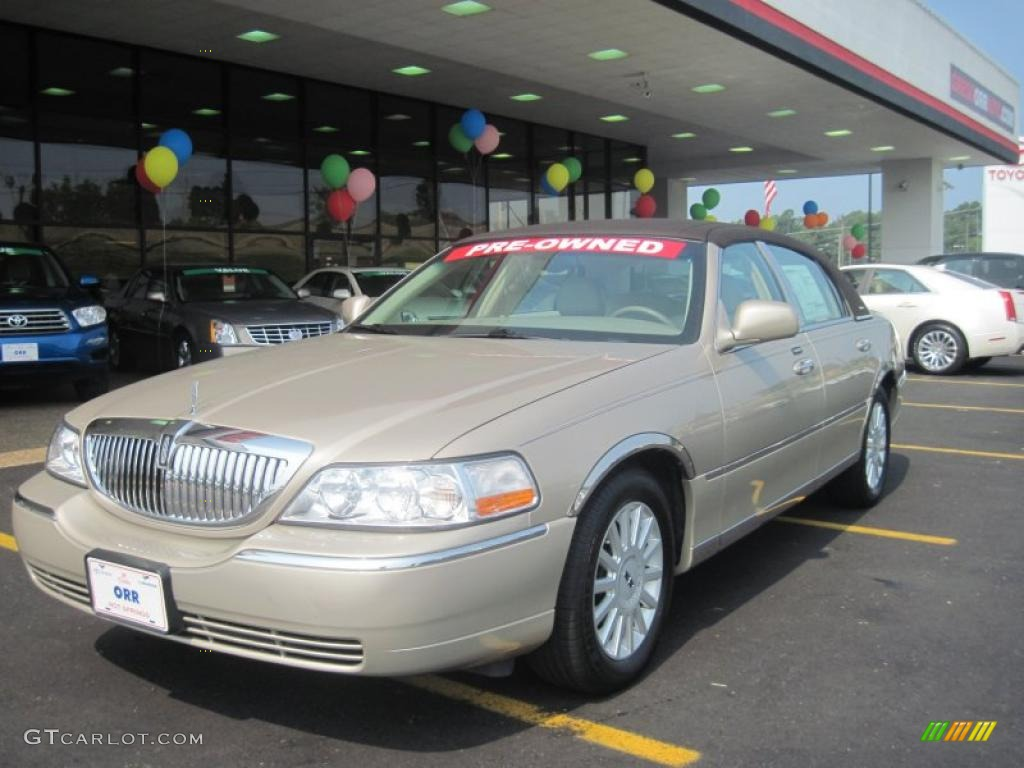 2005 light french silk clearcoat lincoln town car signature 31964240 car color. Black Bedroom Furniture Sets. Home Design Ideas