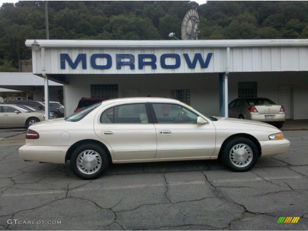 Ivory pearl metallic tricoat lincoln continental