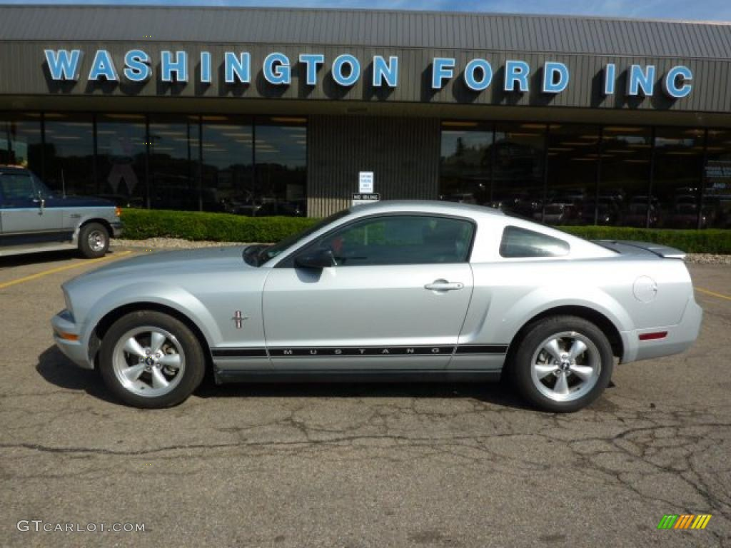 2007 Mustang V6 Deluxe Coupe - Satin Silver Metallic / Dark Charcoal photo #1