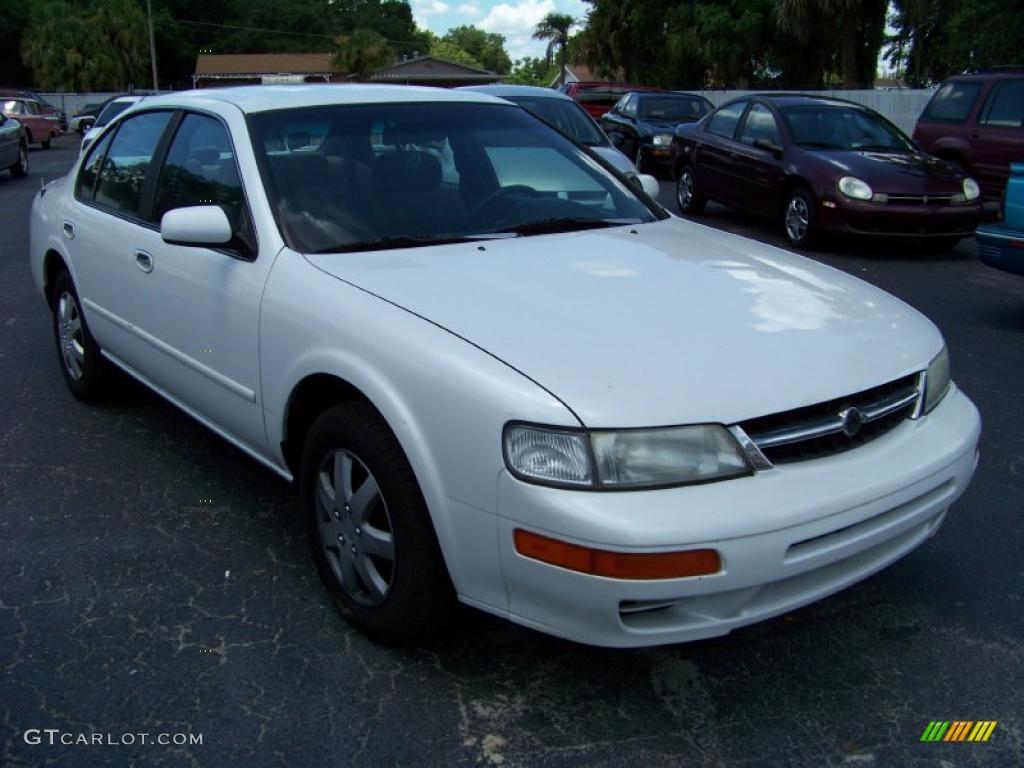 1997 cloud white nissan maxima gxe #32391902   gtcarlot - car