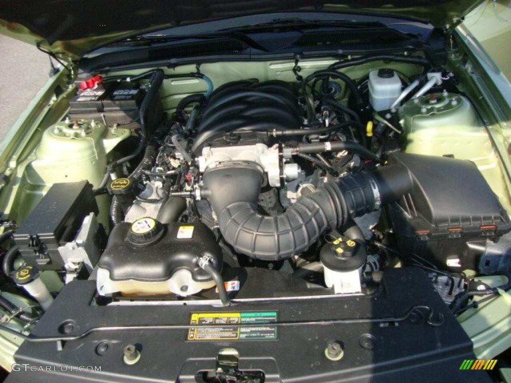 2006 Ford Mustang GT Premium Coupe 4.6 Liter SOHC 24-Valve VVT V8 Engine Photo #32498279