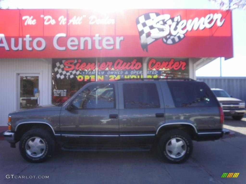 Medium Charcoal Gray Metallic Chevrolet Tahoe