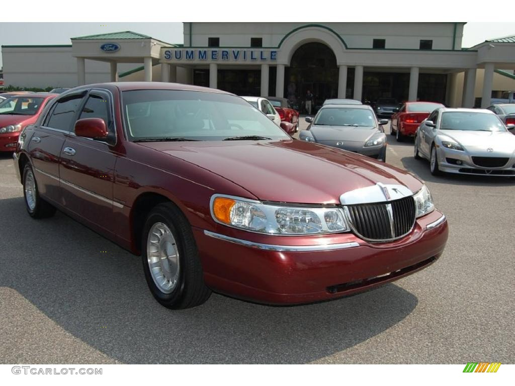 2010 lincoln town car review ratings specs prices and. Black Bedroom Furniture Sets. Home Design Ideas