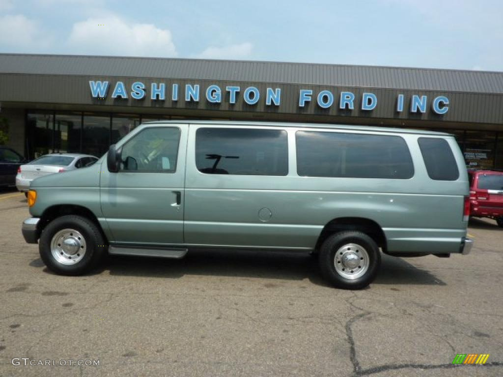 2006 Light Tundra Metallic Ford E Series Van E350 Xlt 15 Passenger 32682635