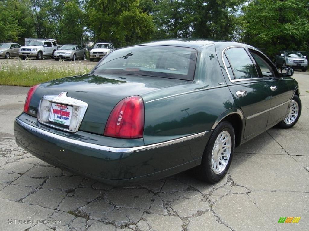 1999 Dark Satin Green Metallic Lincoln Town Car Signature 32855867